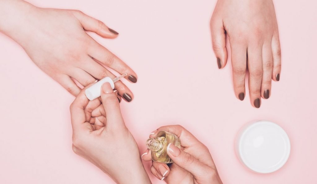 Brüchige Nägel nach der Geburt